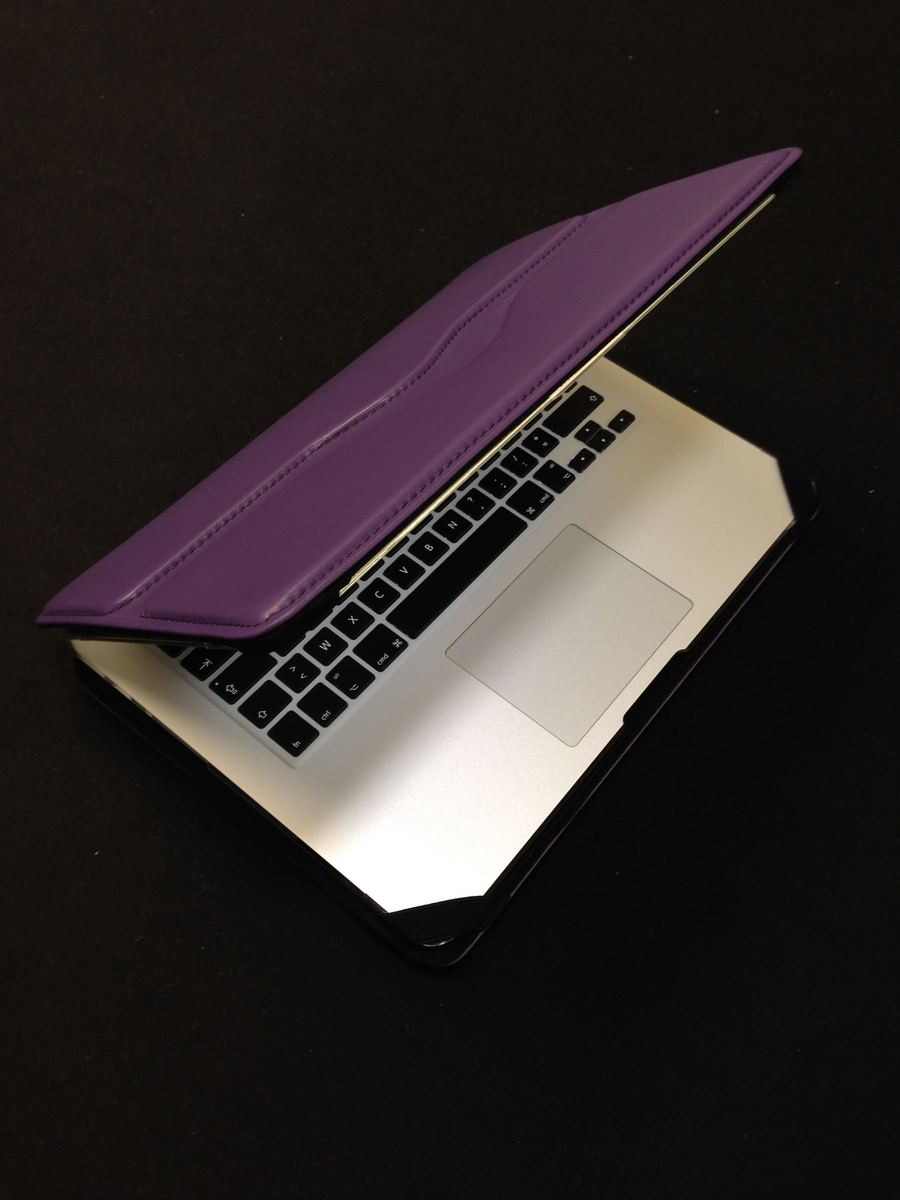 housse de Macbook air en cuir violet